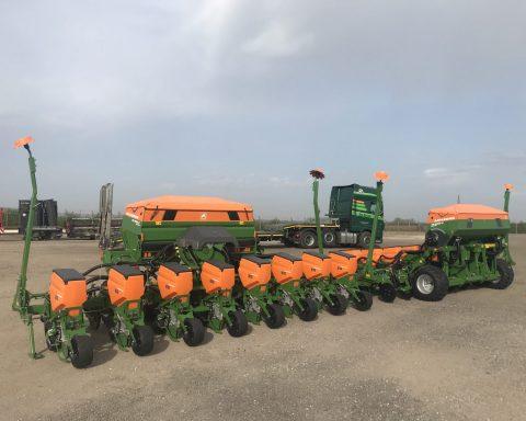 Amazone ED6000-C 8 row maize seeder