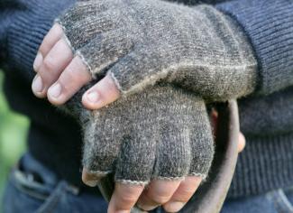 Noble Wilde Fingerless Gloves – Black Marl