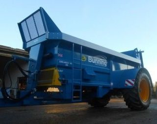 BUNNINGS MUCK SPREADER FOR HIRE