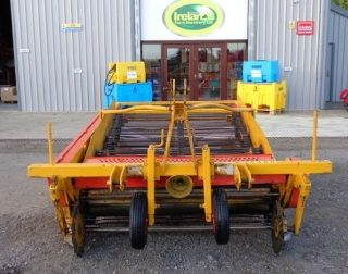 SAMON ONION WINDROWER FOR HIRE