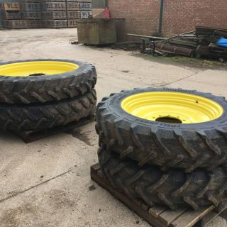 TRELLEBORG TRACTOR RIMS & TYRES Fronts: 340/85R38 – Rears: 380/90R54
