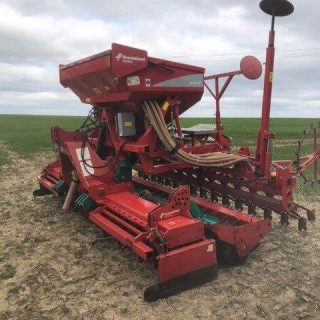 4M KVERNELAND S DRILL AND NGS POWER HARROW COMBINATION